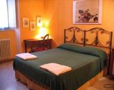 CHARMING APARTMENT NEAR THE COLOSSEUM, SLEEPS UP TO 4 PEOPLE